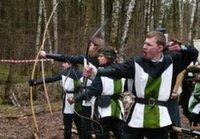 В Подушкинском лесу прошли соревнования по стрельбе из лука