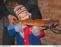 Ребенок подстрелил прохожего из арбалета
