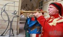Во Львове поставили памятник лучнику