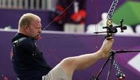 Безрукий лучник мечтает завоевать золото на Паралимпийских играх.