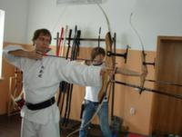 В спортивной школе села Балахоновского детей учат стрелять из арбалета
