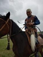 72-летний якутянин ездит верхом и стреляет из лука